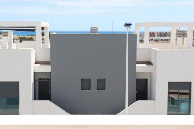 Top floor apartment in Oasis Beach Punta Prima 8 Nº 050 in España Casas